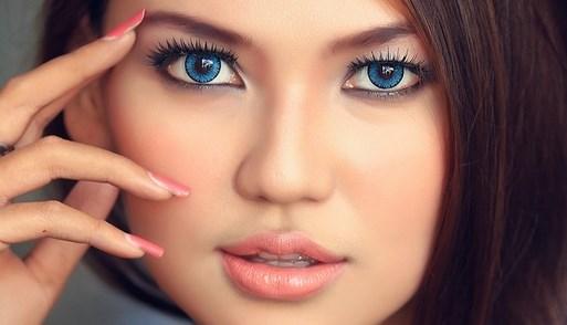 Макияж для шатенки с голубыми глазами
