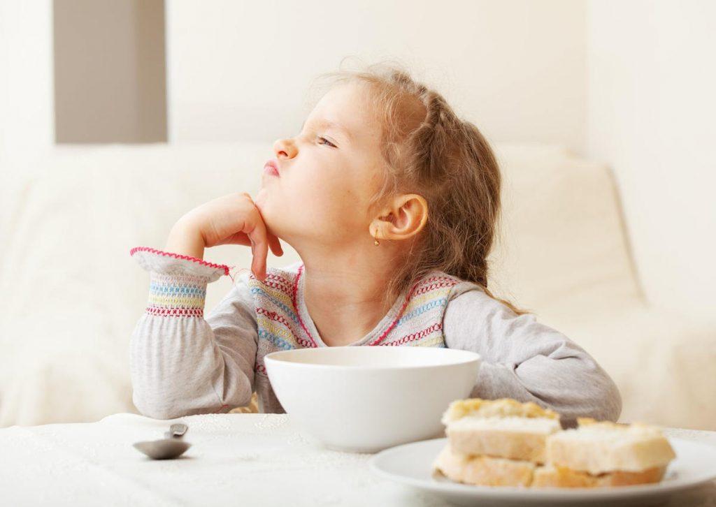 ребенок не хочет есть кашу